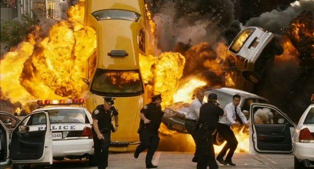 Explosión de un coche en el cine