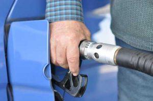 Repostando en gasolinera autoservicio