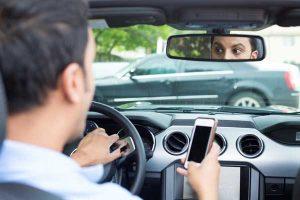 Conduciendo y usando el móvil